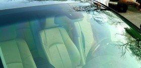На фото - лобовое стекло авто с тонировкой пленкой LLumar, carleader.ru