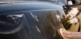 На фото - ручная полировка кузова автомобиля, kangaru.ru