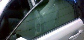 На фото - тонировка стекол автомобиля плазменным напылением, autoshcool.ru
