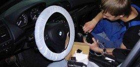 На фото - установка сигнализации на автомобиль своими руками, r93.ru
