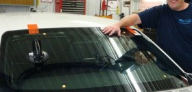 Фото как своими силами поменять ветровое стекло авто