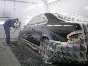 На фото - покраска автомобиля своими руками с помощью краскопульта, o4umelieru4ki.ru