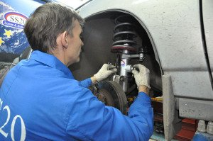 Фото проверки исправности амортизаторов, autosystem.ru