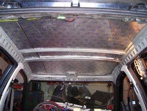 На фото - шумоизоляция потолка автомобиля, carnovato.ru