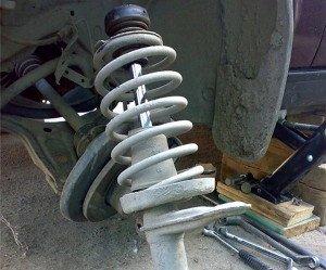 На фото - ремонт стоек амортизатора своими руками, forum.pavlodarauto.kz
