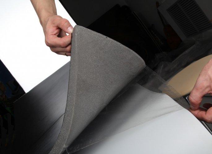 На фото - шумоизоляционный материал для авто