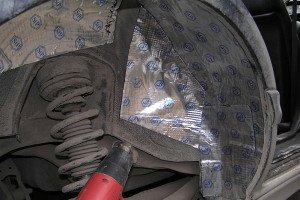 Фото шумоизоляции колесных арок авто снаружи, autodrop.ru