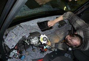 Фото шумоизоляции приборной панели и перегородки моторного отсека автомобиля, autostatus72.ru