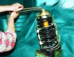 На фото - восстановление амортизатора своими руками, autoshcool.ru