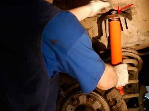 Фото ремонта амортизатора своими руками, autoshcool.ru