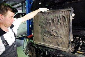Фото загрязненного радиатора, poremontuavto.com