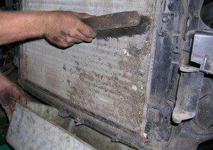 На фото - чистка радиатора авто своими руками, kovsh.com