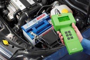 Фото проверки уровня напряжения аккумулятора, autodrop.ru