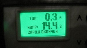 На фото - правильная зарядка аккумулятора автомобиля, notanony.ru