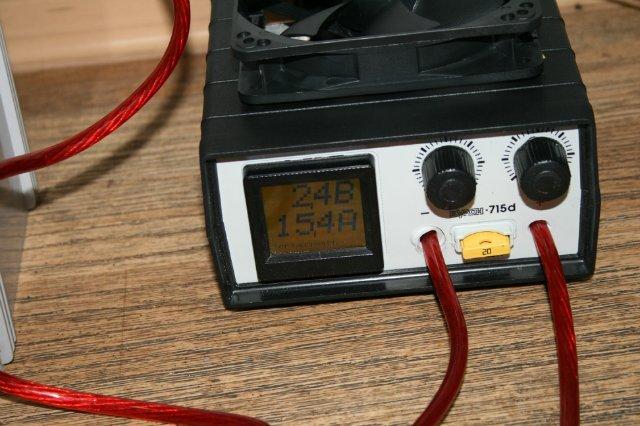Каким напряжением заряжать автомобильный аккумулятор?
