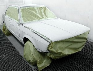 На фото - подготовка автомобиля к покраске матовой краской, mc-motors.ru