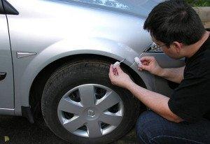 На фото - ремонт скола на кузове автомобиля своими руками, promiks.ru