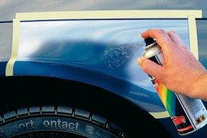 На фото - закрашивание царапин на кузове авто, avtomaksimum.com