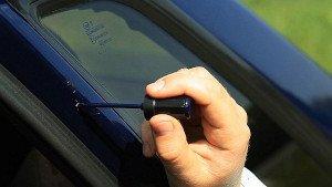 На фото - устранение царапин на кузове авто без покраски, newton.ua
