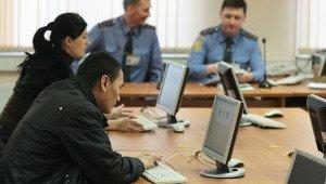 На фото - сдача теоретического экзамена на получение прав водителя, news.mail.ru