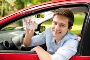На фото - получение прав водителя, consumeraffairs.com