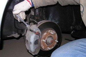 Фото скрипящих тормозных колодок автомобиля, awtocom.ru