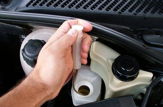 renault symbol поменять тормозную жидкость