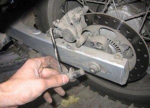 Фото диагностики тормозных колодок и дисков авто, mototraveller.ru