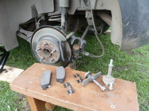Фото замены задних тормозных колодок, drive2.ru