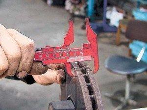 Фото проверки допустимого износа тормозного диска авто, autocentre.ua