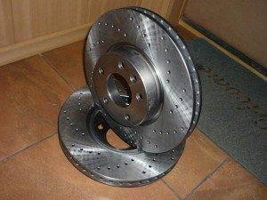 На фото - новые тормозные диски, drive2.ru