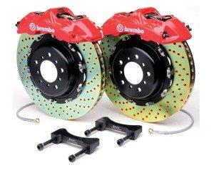 На фото - вентилируемые двойные тормозные диски с колодками, dpgo.ru