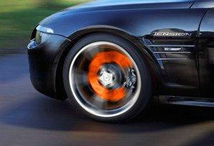 На фото - перегрев тормозной системы авто, avto-life.com