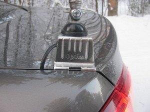 На фото - установка автомобильной антенны, radiosila.ru