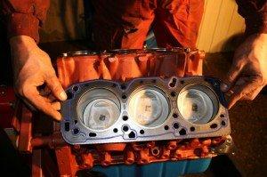 Фото коробления головки блока из-за перегрева двигателя, garage-cars.ru