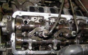 На фото - распредвалы двигателя, kiev.ko.slando.ua