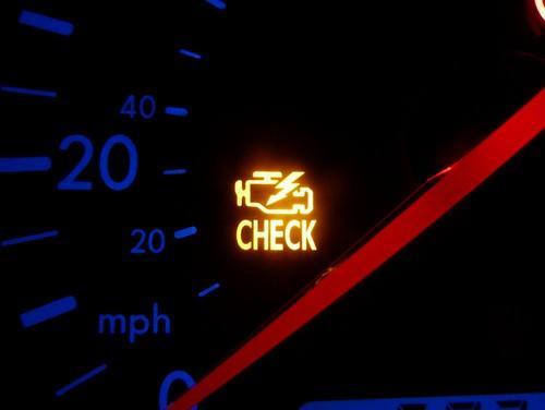 Фото индикатора CHECK ENGINE на приборной доске