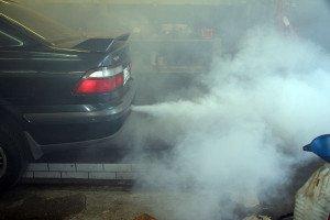На фото - дымность двигателя автомобиля, sanekua.ru