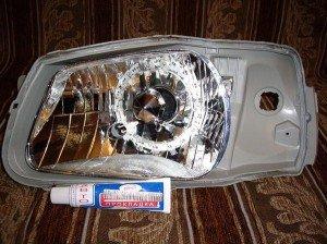 На фото - полиуретановый герметик для ремонта фар, countryauto.ru