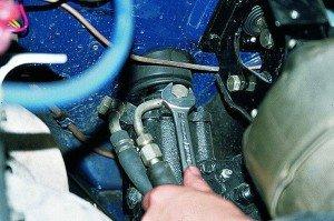 На фото - как снять гидроусилитель руля, autoprospect.ru