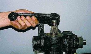На фото - регулировка зазоров гидроусилителя руля, manual.uazfan.ru