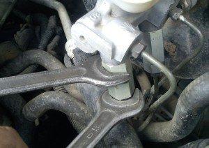 На фото - разборка регулятора давления тормозной жидкости задних колёс Daewoo (Nexia и Lanos), avtorem.info