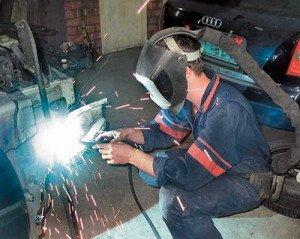 На фото - одежда и обувь для сварки в гараже, svarkaua.com.ua