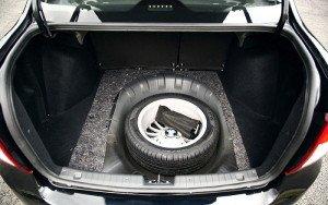 На фото - запасное колесо автомобиля, granta-sport.drom.ru