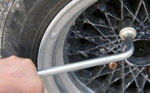 Фото снятия пробитого колеса, 1gai.ru