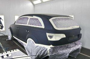 На фото - окрашивание автомобиля матовым лаком, axt.ru