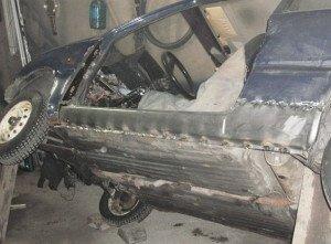 На фото - снятие дверей для ремонта порогов авто, fonavto.ru