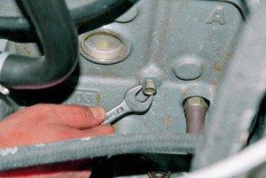 Фото снятия пробки на блоке двигателя, autoprospect.ru