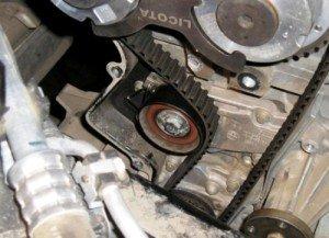 Фото ослабление ремня привода ГРМ Ford Focus-2, nazcar.ru