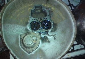 На фото - промывка карбюратора, vk.com